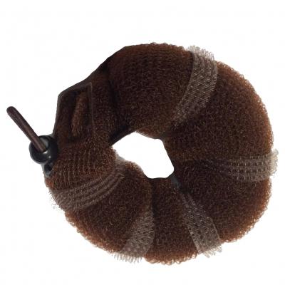 Einfache Frisurhilfe für Dutt in Braun - 1