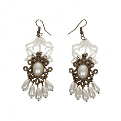 Schöne Gothic Ohrringe mit Perlen - 1