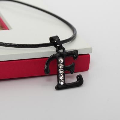 Halskette mit Strass Buchstaben Anhänger Schwarz - 2