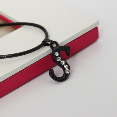 Halskette mit Strass Buchstaben Anhänger Schwarz - 4